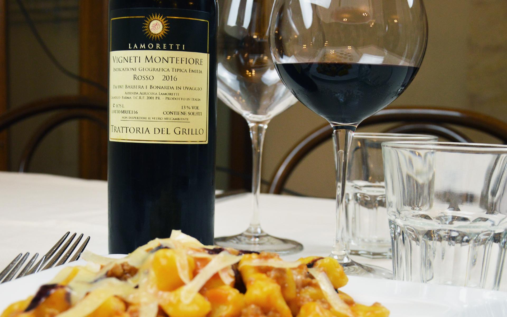 La-cantina-della-Trattoria-del-grillo-vigneti-montefiore